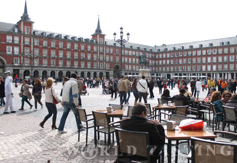 People watching @ Plaza Mayor, Madird