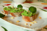 Peas and pine nuts pesto crostini